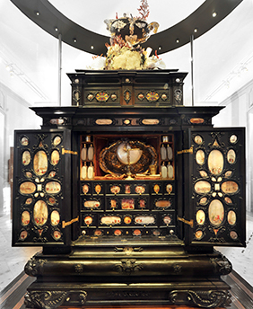 The Augsburg Art Cabinet. Photo.